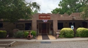 This Restaurant Way Out In The New Mexico Countryside Has The Best Doggone Food You've Tried In Ages