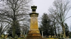Here Are 7 Of The Most Intriguing Gravesites In Connecticut
