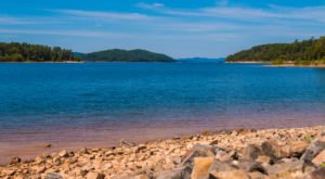Some People Call This Lake In Arkansas A Little Slice Of Paradise
