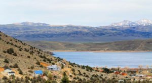 You'll Want To Spend All Summer At This Vibrant Blue Water Lake In Nevada