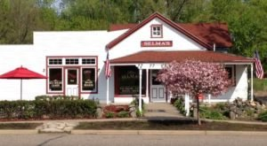 This Timeless Ice Cream Shop In Minnesota Serves Enormous Portions You'll Love