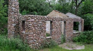 There's A Hike In North Dakota That Leads You Straight To An Abandoned Stone Cabin