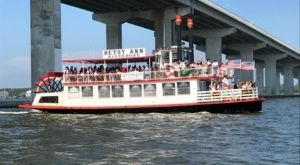 Spend A Perfect Day On This Old-Fashioned Paddle Boat Cruise In Mississippi