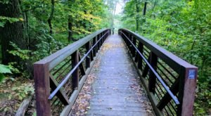 11 Out-of-This World Hikes In Illinois That Lead To Fairytale Foot Bridges
