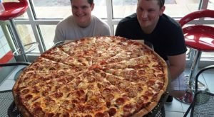 6 Restaurants In Illinois That Serve The Biggest Pizzas You've Ever Seen