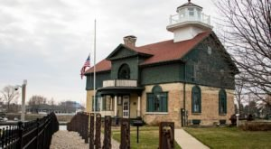 You Can Tour The Oldest Lighthouse In Indiana And It's The Perfect Summer Adventure