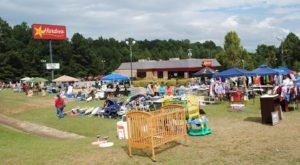 Mississippi's Miles-Long Yard Sale Is Amazing And You Don't Want To Miss It