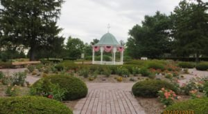 The Serene Summer Rose Garden In Indiana You Must See (And Smell)