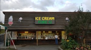 This Sugary-Sweet Ice Cream Shop In New Hampshire Serves Enormous Portions You'll Love