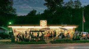 The Ice Cream Parlor In Iowa That's So Worth Waiting In Line For