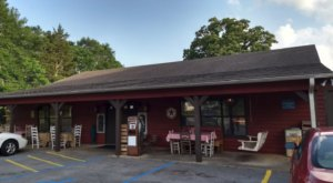 Enjoy Old Fashioned Southern Cuisine At This Rural Restaurant In Alabama