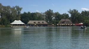 You'll Love Everything About This Boathouse Restaurant In Missouri That's Right On The Water