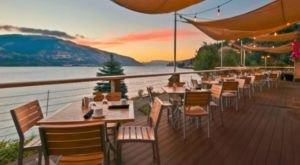 This Riverside Restaurant In The Pacific Northwest Will Enchant You In Every Way
