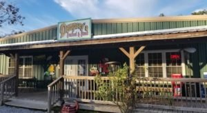 Don't Let The Outside Fool You, This Seafood Restaurant In Mississippi Is A True Hidden Gem