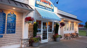Everyone Must Visit This Iconic Boardwalk Cafe In Rhode Island Before Summer Is Over