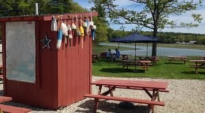 This Tiny Crab Shack Hidden In Maine Is A Gem For Fresh Seafood