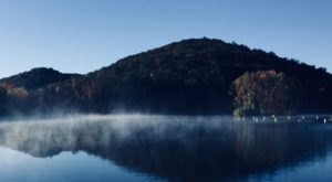 This Beautiful Mountain Lake Makes The Perfect Arkansas Day Trip