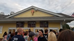 The Ice Cream Parlor In Rhode Island That's So Worth Waiting In Line For