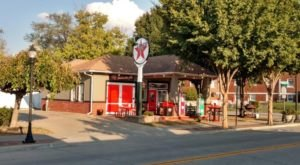 The Best BBQ In Missouri Actually Comes From An Old Gas Station