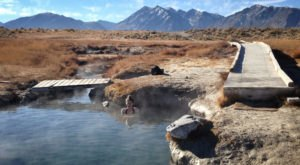 There's A Hot Spring In Northern California Surrounded By Awe-Inspiring Mountains