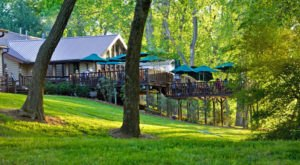 The North Carolina Restaurant That's A Perfect Little Oasis On The Water