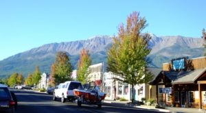The Little Oregon Town That's Nestled At The Bottom Of The Most Incredible Mountains