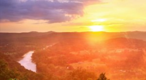 The Breathtaking Overlook In Arkansas That Lets You See For Miles And Miles