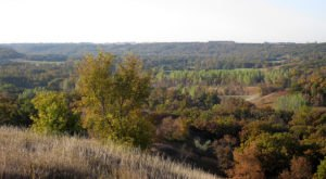 This Easy Fall Hike In North Dakota Is Under 2 Miles And You'll Love Every Step You Take