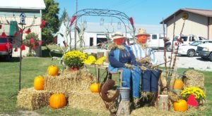 This Small Town In Illinois Transforms Into A Scarecrow Wonderland Each Year