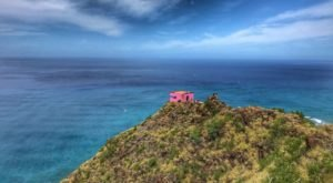 The Magnificent Hike In Hawaii That Will Lead You To A Piece Of WWII History