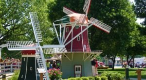 There's A Quirky Windmill Park Hiding Right Here In Iowa And You'll Want To Plan Your Visit
