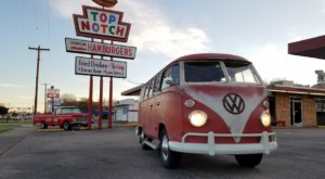 These 11 Texas Drive-In Restaurants Are Fun For An Old Fashioned Night Out