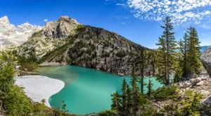 Visit This Magical Wyoming Lake With Emerald Waters For One Last Taste Of Summer