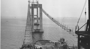 8 Rare Photos Taken During The Newport Bridge Construction That Will Simply Astound You