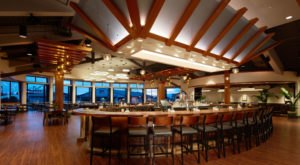 The Harborside Restaurant In Hawaii That's Dripping With Charm