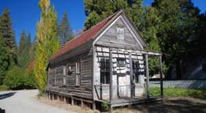 The Northern California Ghost Town That's Perfect For An Autumn Day Trip