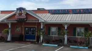 A No-Frills Restaurant, Florida's Seafood Is So Popular It Doesn't Have To Advertise