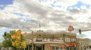 This Humble Wyoming Hotel Was Once The Most Famous In The World
