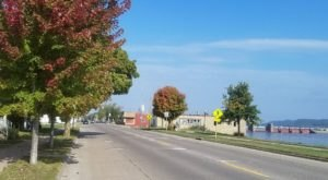 Visit This Tiny Town In Iowa To See The Most Incredible Fall Colors
