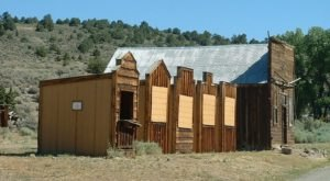 The Nevada Ghost Town That's Perfect For An Autumn Day Trip