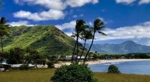This Easy Hike In Hawaii Is Under 2 Miles And You'll Love Every Step You Take