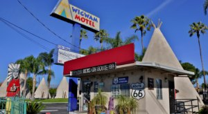 The Quirkiest Motel In Southern California Looks Like Something Right Out Of A Movie Set