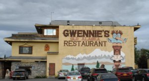 You'll Fall In Love With This Iconic Restaurant And Its Classic Alaskan Charm