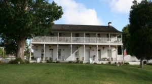 This 1812 Bed & Breakfast In Small Town Illinois Is A Fascinating Piece Of The Past