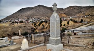 You Could Spend Hours In This Tragically Beautiful Cemetery In Nevada