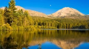 This Easy Fall Hike In Northern California Is Under 2 Miles And You'll Love Every Step You Take