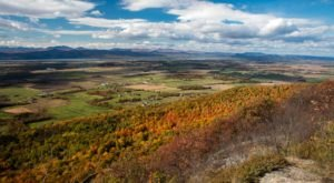 Take This Easy Mountain Trail In Vermont For The Most Spectacular Fall Foliage Views