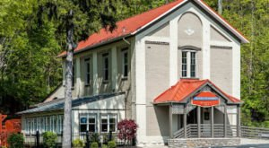 This Historic Schoolhouse Is Actually A Restaurant And You Should Pay It A Visit