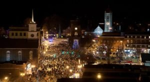 The Old Fashioned Christmas Walk In New Hampshire You'll Want To Experience This Season