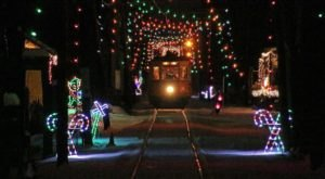 This Holiday Trolley Ride In Connecticut Will Take You Through A Magical Tunnel Of Lights